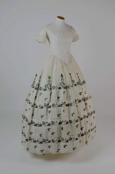 beetle wing embroidered dress from 1856 forms part of the Springhill costume collection. It is decorated with silver gilt thread and nearly Indian jewel beetle wings. 1850s Fashion, Victorian Fashion, Vintage Fashion, Two Piece Evening Dresses, Evening Skirts, Antique Clothing, Historical Clothing, Historical Costume, Vintage Dresses