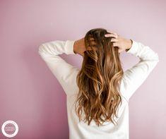 Gluten Free Shampoo List and My Favorites. Do celiacs need to use gluten free shampoo? Skinny Pumpkin Spice Latte, Gluten Free Shampoo, Fractionated Coconut Oil, Shampoo Bar, Shiny Hair, Weight Watchers Meals, The Girl Who, Fall Hair, Fett
