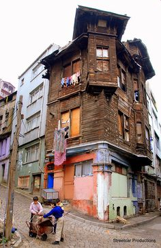 Kids Playing in Istanbul Republic Of Turkey, Istanbul Travel, Old Houses, Places To See, Beautiful Places, Scenery, Around The Worlds, Landscape, Street
