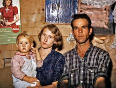 Jack Whinery, homesteader, with his wife and the youngest of his five children, Pie Town, New Mexico. Library of Congress. 1940s Photos, Ww2 Photos, Vintage Photos, Vintage Photographs, Pie Town, Dust Bowl, American Children, American Life, Great Depression