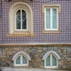 Composição janelas #arquitetura #architecture #arquitectura #azulejos #amantesdeazulejos #janela #decor #design #desenho #details #detalhes #igers #igdaily #ig_lisboa_ #igeslisboa #igerslisboa #lx#lisboa #lisbon #portugal #pormenores #portuguesetiles #tile #tileaddict #tileaddiction #window #walltiles by ricardojfoto