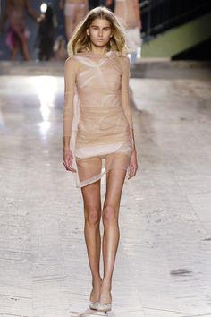 Christian Dior Spring 2006 Ready-to-Wear Fashion Show - Hana Soukupova Fashion Oops, Fashion Tv, Fashion Models, Fashion Show, Fashion Outfits, Womens Fashion, Christian Dior, Skinny Girl Body, Jolie Lingerie