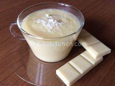 La crema al cioccolato bianco è una golosa crema pasticcera adatta a farcire torte, crostate, bignè e rotoli di pasta biscotto.