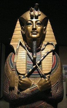King Tut Replica at Rosicrucian Egyptian Museum - San Jose. CA Located in San Jose, California, the Rosicrucian Egyptian Museum and Planetarium is home to a collection of Egyptian antiquities and reproductions. San Jose CA Egyptian Pharaohs, Ancient Egyptian Art, Ancient Aliens, Ancient History, Art History, Egyptian Things, Egyptian Mummies, Egypt Art, Tutankhamun