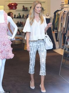 Rosie huntington whiteley june 2nd 2014 street style in west wood california doing shopping with a nice outfit