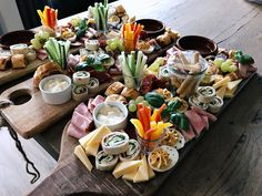 Party Snacks, Appetizers For Party, Charcuterie Platter, Sports Food, Artisan Food, Food Displays, Meat And Cheese, Food Platters, Queso