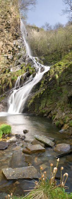 Cascada Seimeira, by Alex Badía, via Wonderful Places, Beautiful Places, Places To Travel, Places To Go, Spain Travel Guide, Asturias Spain, Paraiso Natural, Waterfall Fountain, Waterworks