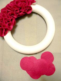 Diy Crafts - From Dahlias to Doxies: 5 Days of Felt : Ruffly Rosette Wreath Valentine Wreath, Valentine Day Crafts, Be My Valentine, Holiday Crafts, Felt Wreath, Wreath Crafts, Diy Wreath, Burlap Wreath, Cute Crafts