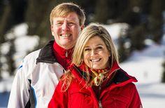 Koninklijke familie poseert in de sneeuw