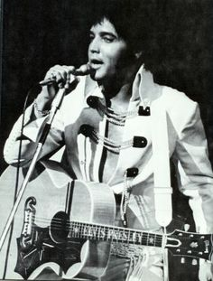Elvis - Las Vegas Hilton (August 12, 1970) Midnight Show