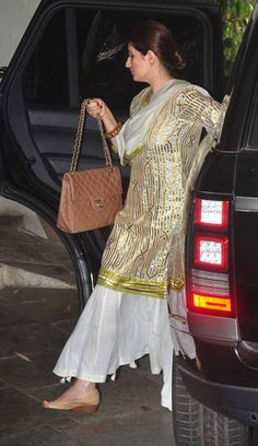 17 Ideas Style Vestimentaire Femme 2018 For 2019 Pakistani Dress Design, Pakistani Dresses, Indian Dresses, Indian Outfits, Indian Attire, Indian Ethnic Wear, Kurta Designs Women, Blouse Designs, Sharara Designs