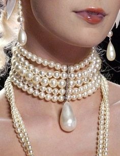 ✿ ~ * Pearls ✫ Beyond ✿⊱╮ ******John Galliano Spring 2004 Details Jewelry Accessories, Fashion Accessories, Fashion Jewelry, Pearl Jewelry, Pearl Necklace, Pearl Choker, Pearl And Lace, John Galliano, Chokers