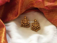 Antique Lakshmi Gold Beads From Emblish ~ South India Jewels Source by nagarajappa Earrings Gold Jhumka Earrings, Gold Earrings Designs, Gold Jewellery Design, Gold Jewelry, Fine Jewelry, Gold Necklace, Gold Bangles, Jewelry Accessories, Fashion Earrings