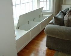 Window seat with storage - good idea for the bay in the dining room. I can store all the table cloths, napkins, place mats, etc, there! Add cushions for seating in the meantime. More room design storage 3 Creative Storage Solutions for the Family Room Traditional Family Rooms, Traditional Design, Window Benches, Bay Window Seating, Window Table, Bay Window Cost, Diy Casa, Built In Bench, Creative Storage