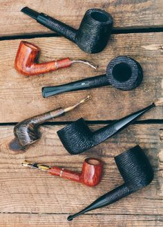10% off the New Art and Quercia lines plus get free tin of Savinelli tobacco on any Savinelli pipe purchased. http://smokingpip.es/2evQ94M