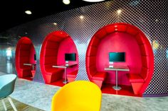 Google Hauptsitz #Modern #Architektur im Deutschland | Red round sofas