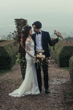 Styled shoot inspired by the Labyrinth film. Featuring our very own ring bearer owl. Cruelty free hair and make up by Nicola. Dragon Wedding, Cat Wedding, Romantic Wedding Hair, Wedding Show, Gothic Wedding, Autumn Wedding, Dream Wedding, Geek Wedding, Medieval Wedding