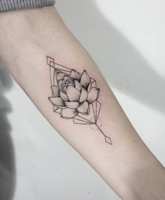 """Think Before U Ink sur Instagram: """"In the darkest mud, the lotus can not feel the sun above. Still, it rises"""". Artist: @dasha_sumtattoo For submissions use: #thinkbeforeuink #tattoo #tattoos #tattooed #tattooartist #tattedart #tattooedgirls #tattoodesign #ink #inked #inkedup #inkedgirls #inkedgirl #inkedboy #blackarts #blackartist #blackworkers #blacktattoomag #blackandgrey #colortattoo #colortattoos #watercolor #watercolortattoo #watercolortatt"""