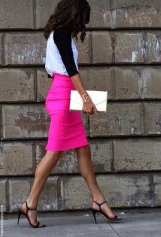 Hot pink pencil skirt x casual top.