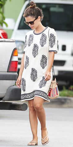 Seen on Celebrity Style Guide: Rachel Bilson wore the Etoile Isabel Marant Daryl Dress to do a little shopping while out and about on Friday afternoon (April in Barbados. Baggy Dresses, Casual Dresses, Casual Outfits, Cute Outfits, Floral Outfits, Style Casual, Style Me, Casual Styles, Quoi Porter