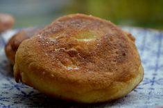 une recette facile et rapide de beignets moelleux , avec un gout vanillé que l'on fait cuire dans de la friture . Un vrai délice!!!