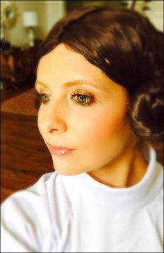 Pin for Later: Holt euch bei den Stars Inspiration für euer Halloween-Kostüm Sarah Michelle Gellar als Prinzessin Leia