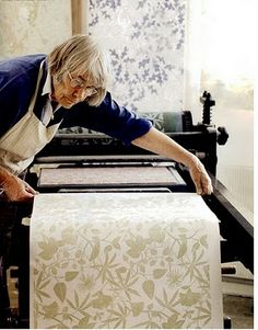 flowerpress: Marthe Armitage. In her 70s, she prints her own wallpaper using lino cuts. Inspiring.