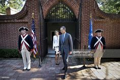Spanish Queen Letizia (2L) and King Felipe VI (2R) leave the tomb of the first President of the US George Washington after laying a wreath at his Mount Vernon Estate September 15, 2015 in Mount Vernon, Virginia. AFP PHOTO/BRENDAN SMIALOWSKI