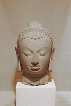 sculptures of heads | Description Head of Buddha statue at National Museum, New Delhi.jpg