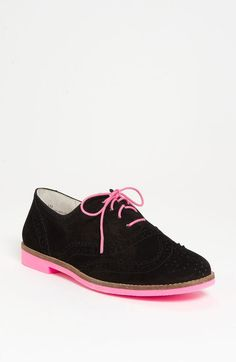 Mayfield Oxford. I got these ones for Christmas!!