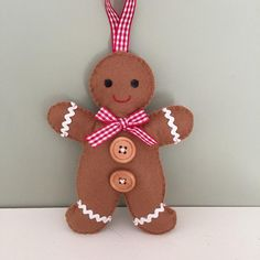 Gingerbread man, mrs and mrs, mr and mr christmas decoration, stocking filler, felt couple. Gingerbread Man Decorations, Gingerbread Man Crafts, Felt Christmas Decorations, Christmas Tree Themes, Felt Christmas Ornaments, Christmas Gingerbread, Diy Ornaments, Beaded Ornaments, Glass Ornaments