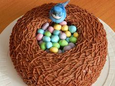 The Vanilla Bean Baker - Tutorial for piping buttercream for bird's nest cake