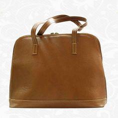 Luxusná kožená kabelka s módnym prešívaním, uzatváraná na zips. Kabelka je hnedom a tmavo hnedom prevedení so zaujímavým svetlým prešívaním. Tmavohnedá verzia obsahuje kombináciu tmavo hnedej a bežovej farby. Štýlová dámska kabelka za výbornú cenu, vyrobená z pravej talianskej kože. Kožená kabelka je praktický a krásny módny doplnok, v ktorom nosíme svoj hmotný i nehmotný svet  www.vegalm.sk - Kožená kabelka 8573 - hnedá Bags, Fashion, Handbags, Moda, Fashion Styles, Fashion Illustrations, Bag, Totes, Hand Bags