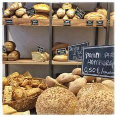 buon lunedì @farinanelsaccotorino #pane #bread #breadphotography #lievitomadre #farinemacinateapietra #torino #turin #carcere #progettosociale