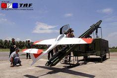 D-300 target drone。タイ王国軍向けとして発表されている訓練支援などを意図したターゲットドローンの一つ。戦闘機に搭載する対空ミサイルなどの誘導能力を実証することに役立てられる。カタパルトで離陸できる。