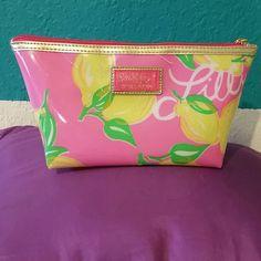 Lilly pulitzer for ESTEE LAUDER Make up bag from Lilly Pulitzer Lilly Pulitzer Bags Cosmetic Bags & Cases