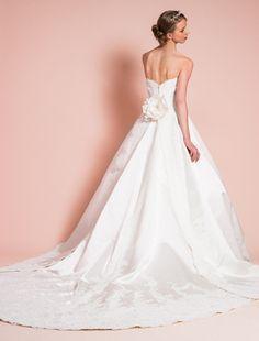 ウエディングドレス、高品質な結婚式ドレスならW by Watabe Wedding / サテン・レース・Aラインウェディングドレス