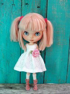 Custom Blythe doll by Marina ~ I love this doll, she looks so sweet! Custom Blythe doll by Marina ~ I love this doll, she looks so sweet! Pretty Dolls, Beautiful Dolls, Ooak Dolls, Blythe Dolls, Little Doll, Little Girls, Reborn, Hello Dolly, Custom Dolls