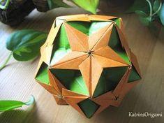 Schwierigkeit ♥♥♥♡♡ Dieser schöne Kusudama ist ein Design von Uniya Filonova Thank you so for permission :-)) Gefaltet habe ich die Module aus 8,5 x 8,5 cm P...