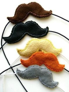One blond mustache (moustache) disguise, a handmade felt mustache suspended on white elastic. A mustache is the perfect accessory for a night on the town! Felt Diy, Handmade Felt, Felt Crafts, Diy Crafts, Diy For Kids, Crafts For Kids, Arts And Crafts, Mustache Party, Dog Blanket