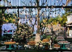 Mesa de doces descolada - Casamento na praia ( Foto: 18 Elementos | Local: Luai Cabanas )