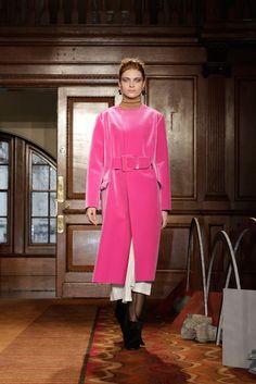 Toga Fall 2015 Ready-to-Wear Fashion Show Fashion Week 2015, Fashion Show, Fashion Design, Women's Fashion, London Look, Japanese Fashion, Street Chic, Fall 2015, Fashion Brands