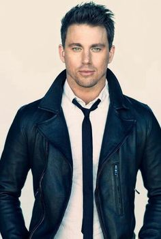Dear guys, If Channing tatum cannot pull off a skinny tie, neither can you. But channing Tatum can pull anything off Fashion Moda, Look Fashion, Fashion Menswear, Fashion Sale, Fashion Outlet, Paris Fashion, Fashion Fashion, Runway Fashion, Winter Fashion