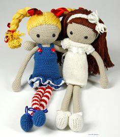 Estrella Bonita: Amigurumi Doll. http://estrellabonitaknit.blogspot.com.es/2015/12/las-hermanas-amigurumis.html