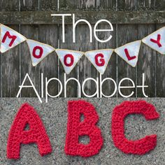 This free crochet alphabet has been a labor of love! So many letters, some easy, some a challenge, but all fun! These applique letters have unlimited uses! Appliques Buchstaben The Moogly Crochet Alphabet - Say It With Crochet! Crochet Alphabet Letters, Crochet Letters Pattern, Crochet Motif, Crochet Flowers, Crochet Hooks, Knit Crochet, Crochet Patterns, Applique Letters, Letter Patterns