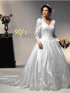 Wedding Dress Shopping Tips & Ideas 2nd Wedding Dresses, Wedding Dress With Veil, Beautiful Wedding Gowns, Wedding Dress Sleeves, Bridal Dresses, 1980s Wedding Dress, Vintage Gowns, Vintage Bridal, Bonny Bridal
