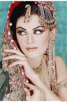 Pakistani Salon All'ora, Gallery of All'ora – All'Nora Beauty Salons, Pakistani Bridal Makeup, Pakistani Hairstylists Source by Bridal Makeup Looks, Indian Bridal Makeup, Indian Bridal Wear, Pakistani Bridal, Bride Makeup, Wedding Makeup, Pakistani Hair, Make Up Braut, Style Ethnique