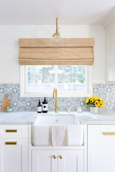 Jennifer Muirhead In Jennifer Muirhead Interiors Kitchen Remodel Morrocan Tile Backsplash Tabarka Honed Marble Countertops Farmhouse sink Brass faucet One Peek at This Modern Kitchen and You'll Be Tile Dreaming for a Month Kitchen Tiles Design, Kitchen Redo, New Kitchen, Spanish Kitchen, Kitchen Ideas, Kitchen Modern, Kitchen White, Shaker Kitchen, Kitchen Cabinets