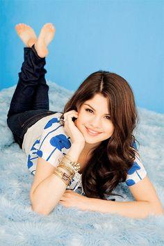 Fotos Selena Gomez, Selena Gomez Bikini, Selena Gomez Cute, Selena Gomez Pictures, Girl Soles, Alex Russo, Teen Girl Poses, Barefoot Girls, Marie Gomez