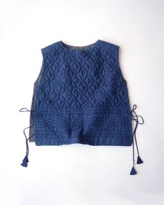 couette sashiko meilleur / side tassels / open vest / crop dress no. Looks Style, Style Me, Diy Couture, Mode Inspiration, Quilted Jacket, Refashion, Dressmaking, Diy Clothes, Blouse Designs